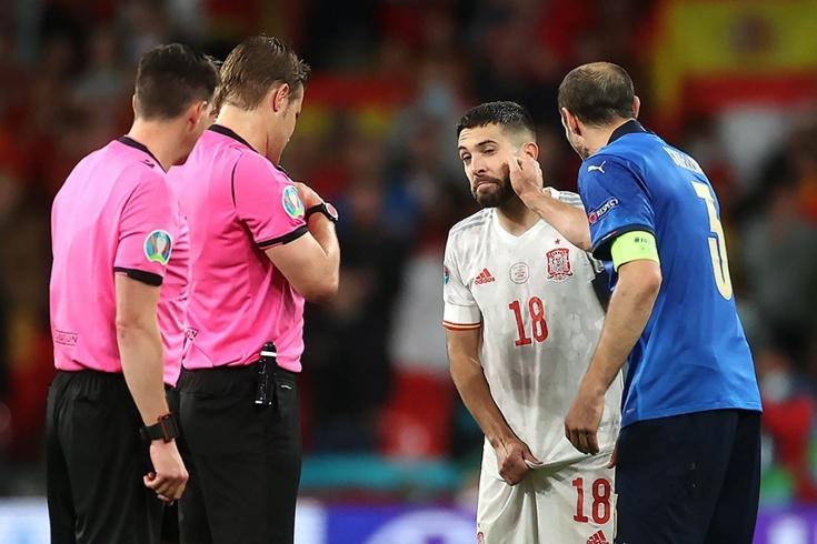 Судьба матча была предрешена загадочными жестами Кьеллини